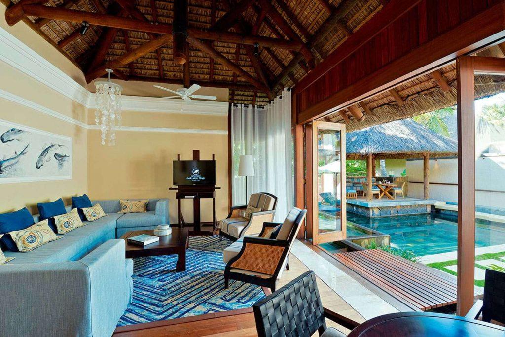 Das Wohnzimmer der Pool Villa im Constance Belle Mare Plage